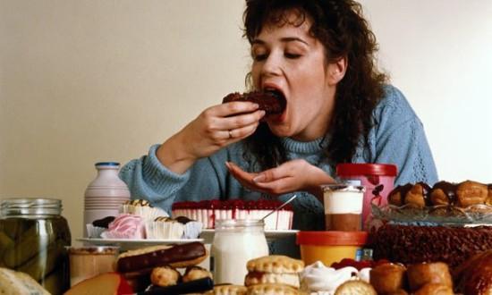 compulsão alimentar - compulsacc83o alimentar 3 550x330 - Identificando e tratando a Compulsão alimentar